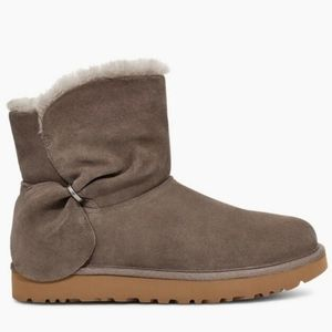 Ugg Women's Mini Classic Bow Boots Size 7 New